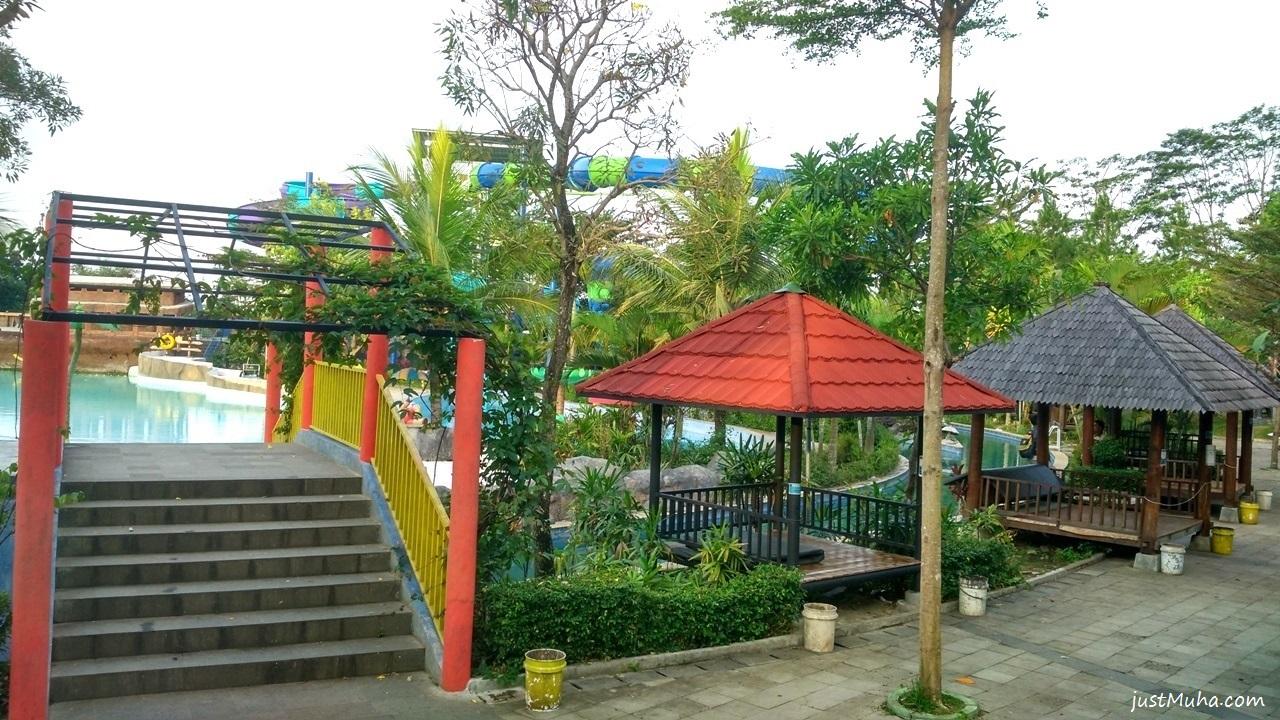 Sangkan Resort Aqua Park Kuningan - Gazebo dan Taman