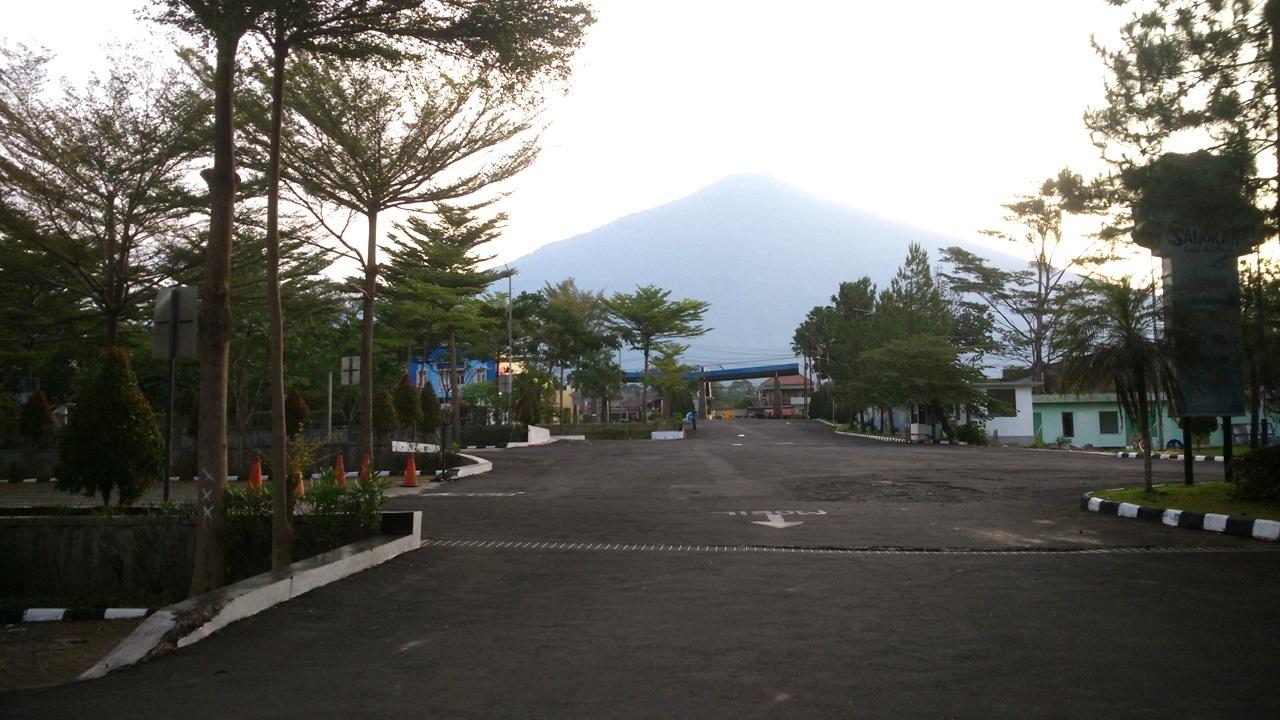 Sangkan Resort Aqua Park Kuningan - Parkiran dan Gunung Ciremai