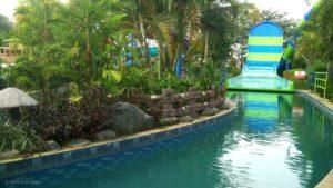 Sangkan Resort Aqua Park Kuningan - Wahana lempar pakai pelampung